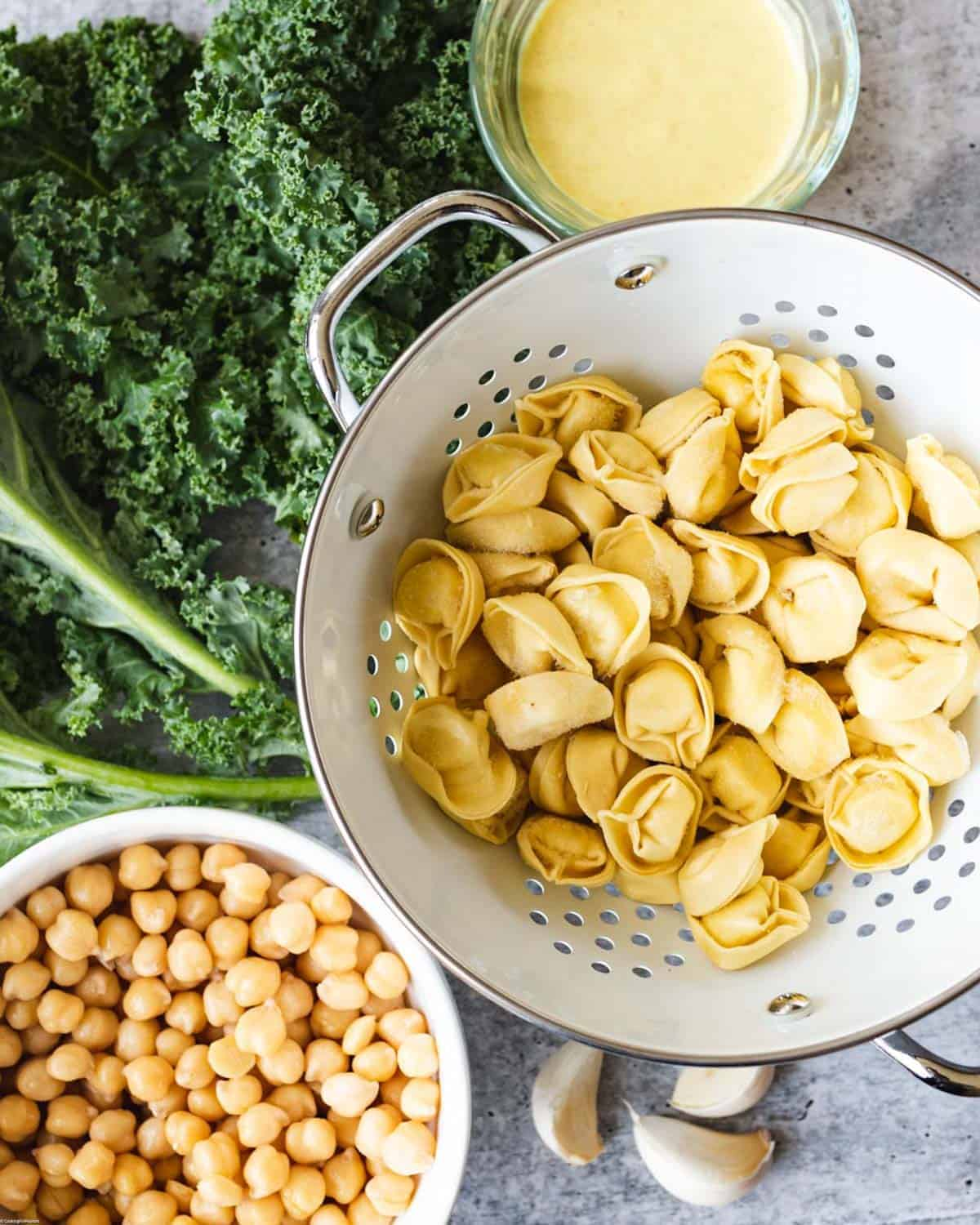 Chickpeas, curly kale, vegan tortellini, garlic, and Curry Dressing.